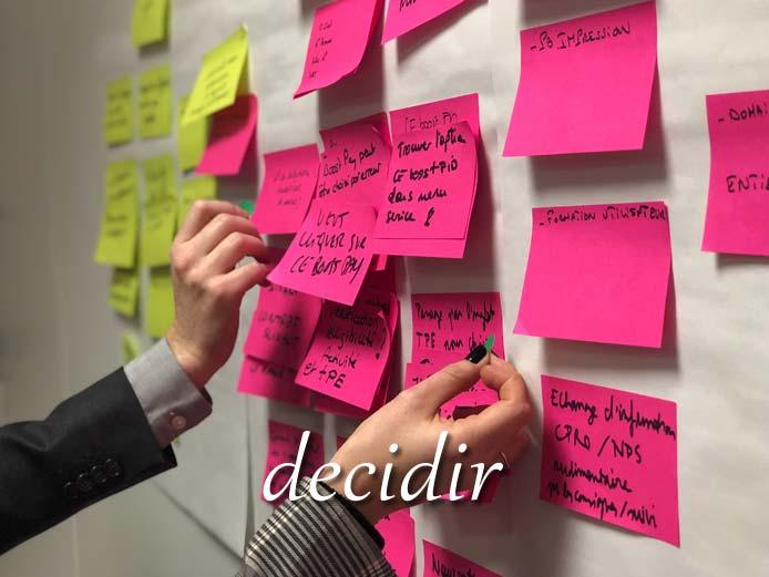 スペイン語の動詞 decidir「決定する、決定づける」の活用と意味【例文あり】