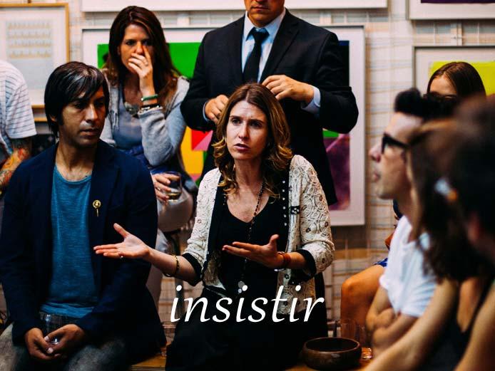 スペイン語の動詞 insitir「固執する、繰り返し頼む」の活用と意味【例文あり】