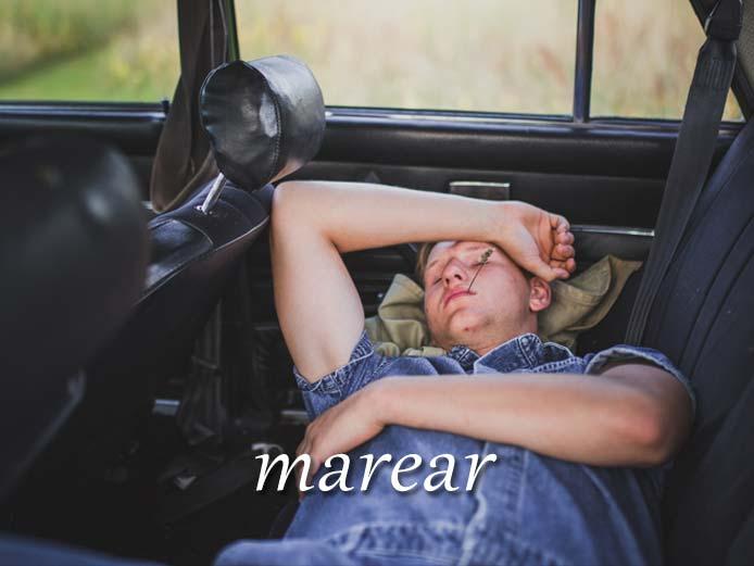 スペイン語の動詞 marear「乗り物酔いさせる、吐き気を起こさせる」の活用と意味【例文あり】