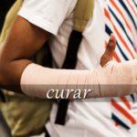スペイン語の動詞 curar「治療する、保存処理をする」の活用と意味【例文あり】