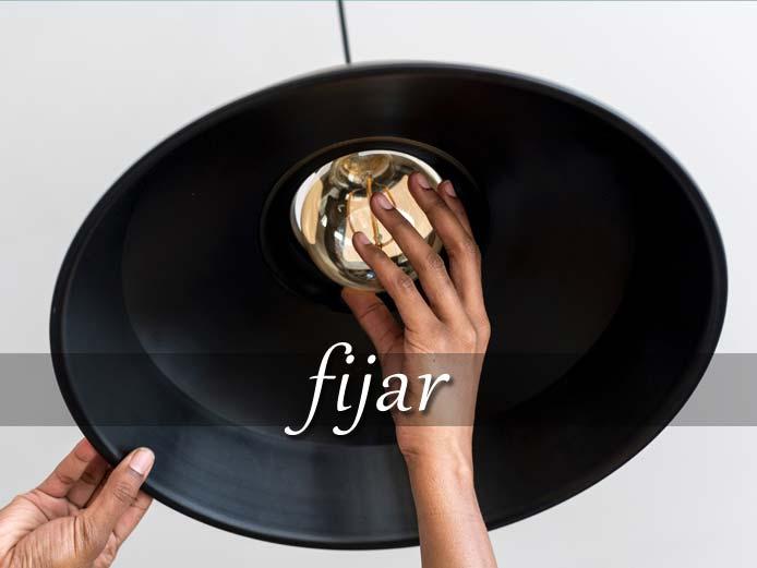 スペイン語の動詞 fijar「固定する、定める」の活用と意味【例文あり】