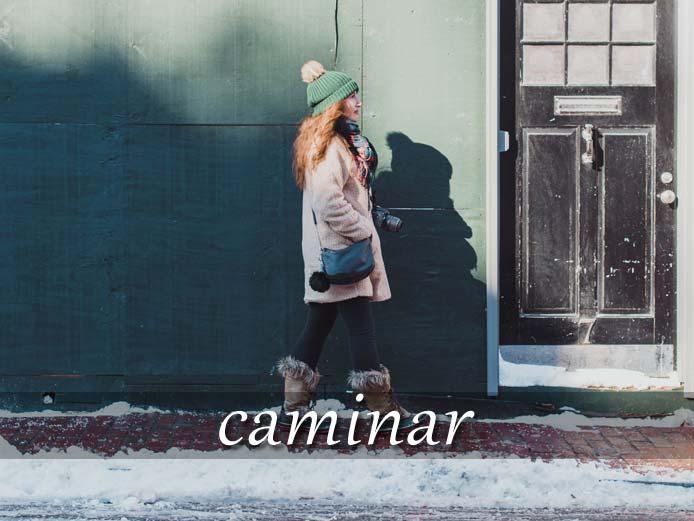 スペイン語の動詞 caminar「歩く」の活用と意味【例文あり】