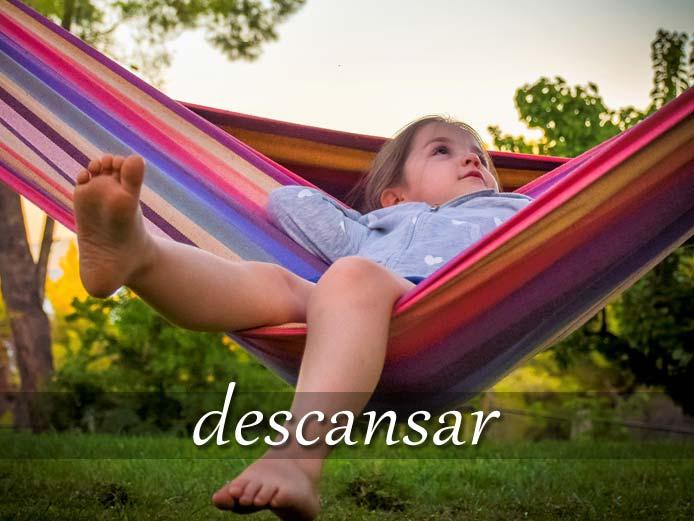 スペイン語の動詞 descansar「休む、永眠する」の活用と意味【例文あり】