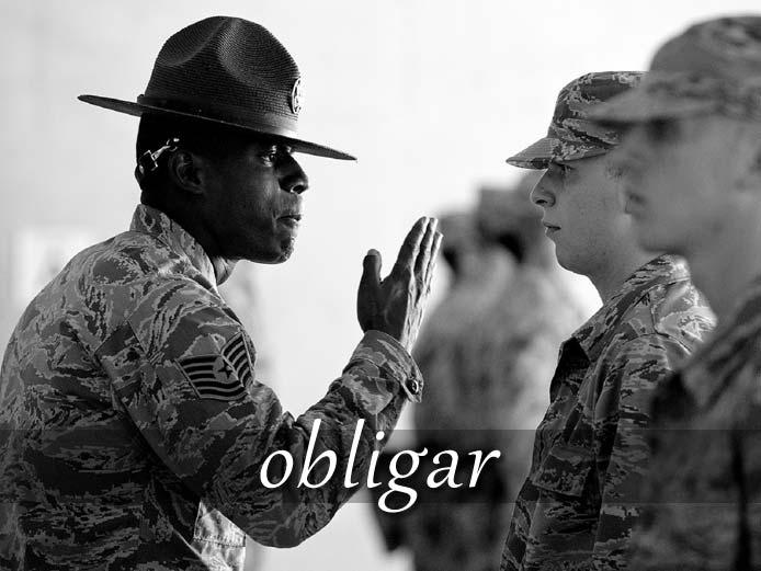 スペイン語の動詞 obligar「強いる、義務を負わせる」の活用と意味【例文あり】