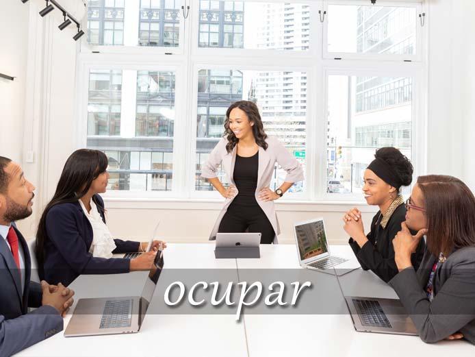 スペイン語の動詞 ocupar「占める、(時を)費やす」の活用と意味【例文あり】