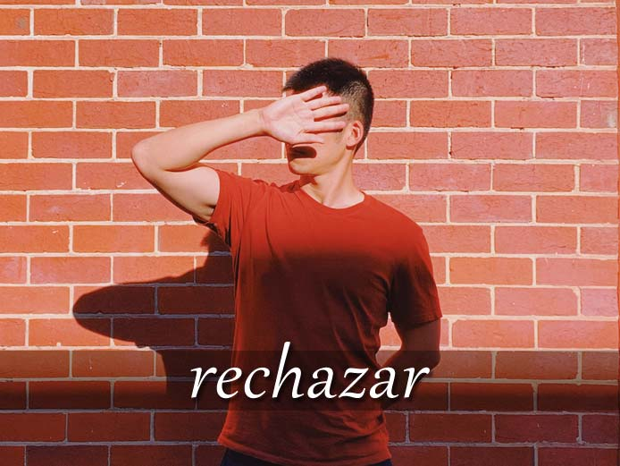 スペイン語の動詞 rechazar「拒絶する、撃退する」の活用と意味【例文あり】