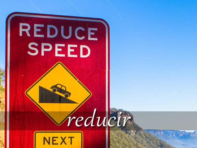 スペイン語の動詞 reducir「減らす、~の状態にする」の活用と意味【例文あり】