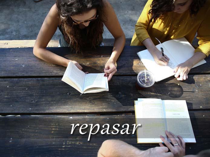 スペイン語の動詞 repasar「見直す、復習する」の活用と意味【例文あり】