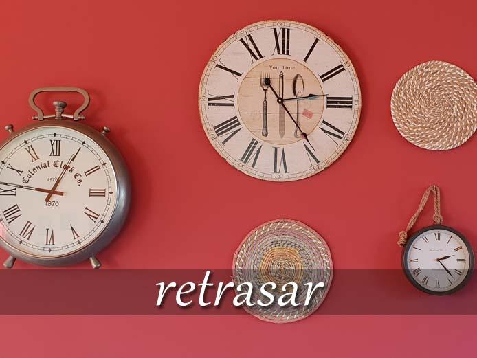 スペイン語の動詞 retrasar「遅らせる」の活用と意味【例文あり】